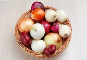 Why to eat raw onions?